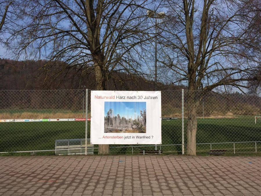 Ungenehmigte Plakatierung am Wanfrieder Werrastadion.