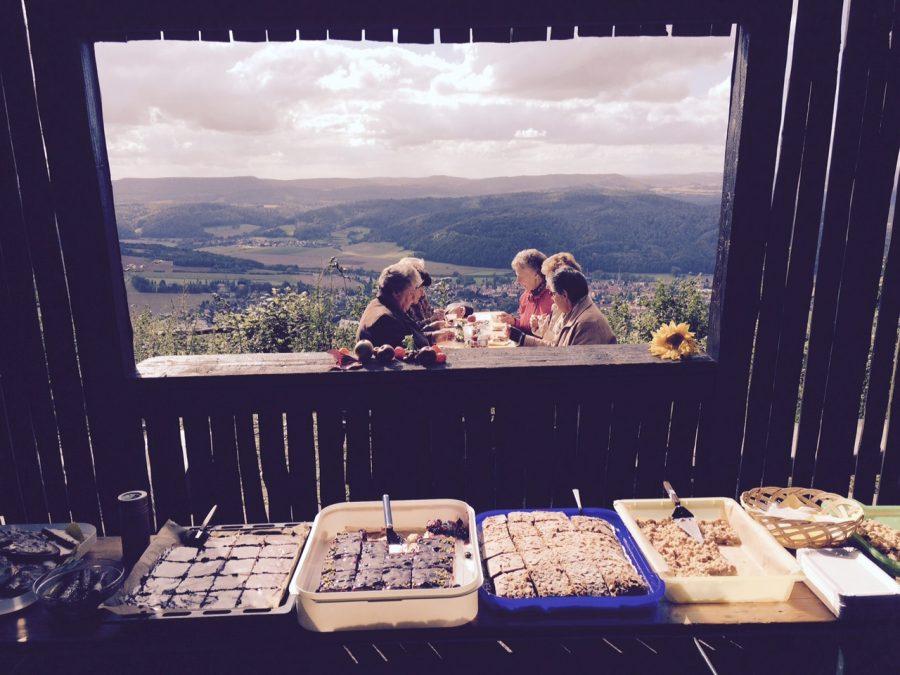 Ein freier Blick auf Wanfried und ein reichhaltiges Kaffee- und Kuchenbuffet sind inklusive. Archivbild September 2015.