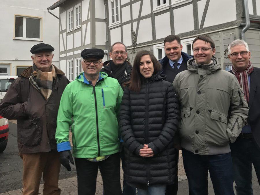 Die Mitglieder der Bürgergruppe v.l. Dieter Böttcher, Dieter Franke. Jürgen Rödiger, Wilhelm Gebhard und Harald Wagner begrüßten Rebekka Schindehütte (Bildmitte) und Dr. Tobias Wolf (2.v.r.) in Wanfried.