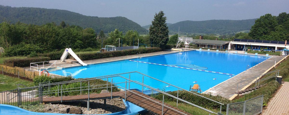 Blick auf das Wanfrieder Schwimmbad