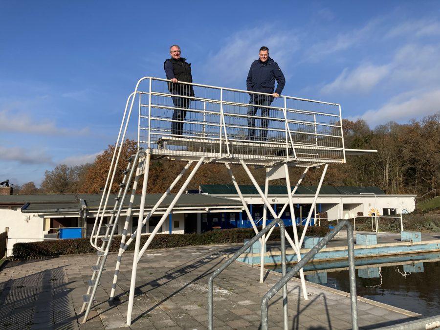 Bild 1: Thomas Fischbach und Wilhelm Gebhard auf dem Sprungturm.
