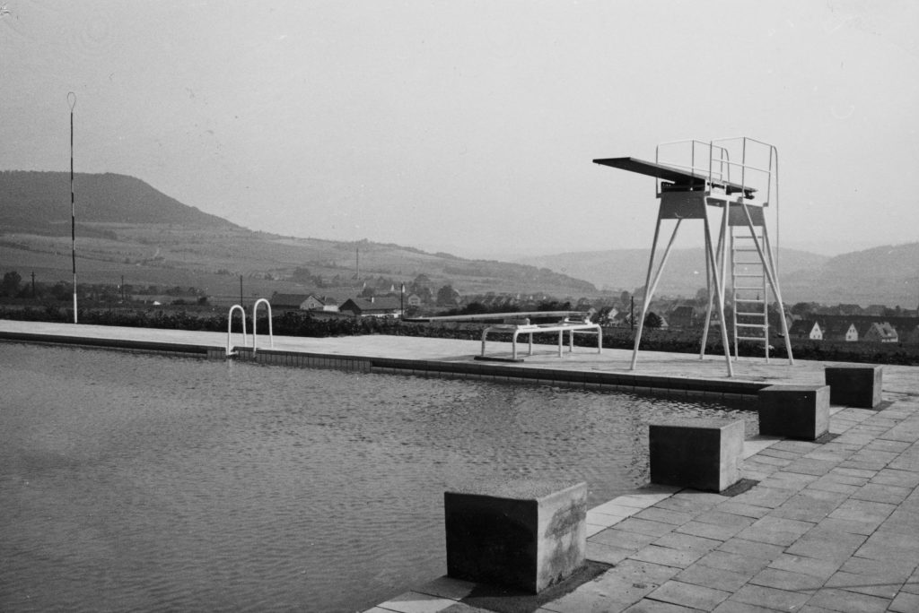 Bild 4: Ein Bild aus dem Jahr 1960 zur Eröffnung des Freibads. Von Foto Walter