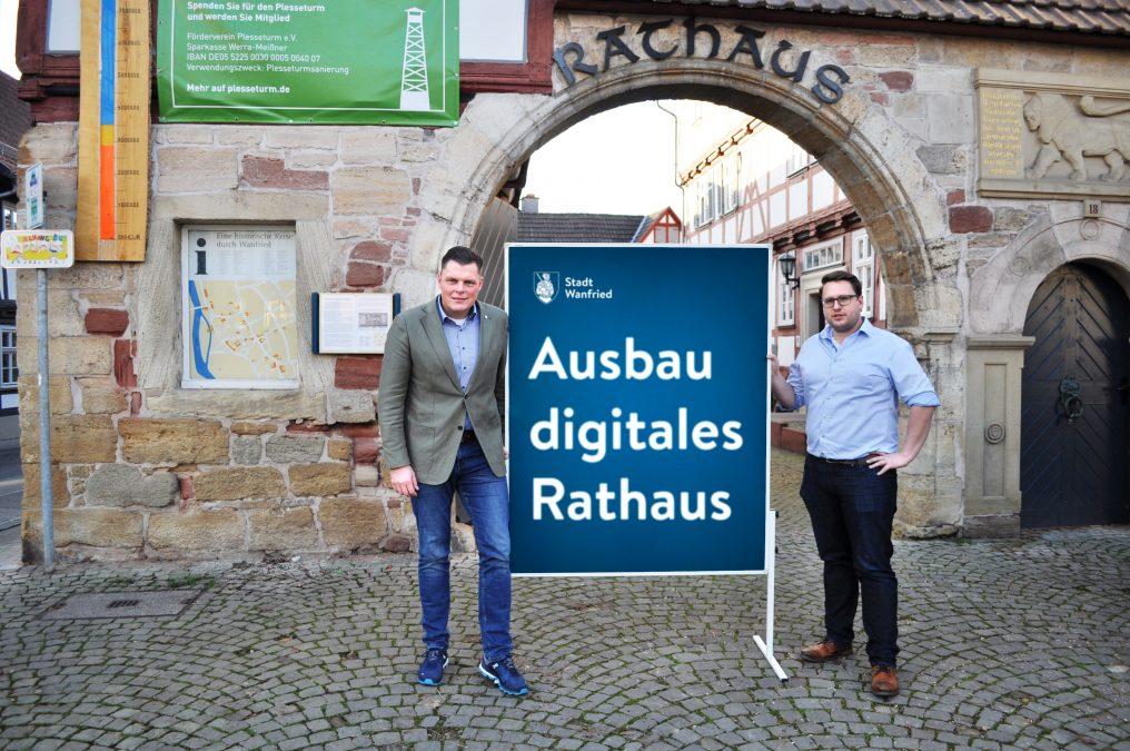 Bürgermeister Wilhelm Gebhard und Verwaltungsleiter Christoph Hoffmann forcieren den Ausbau des digitalen Rathauses.