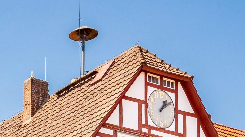 Die Sirene auf dem Dach des Wanfrieder Rathauses. Bild: Christoph Braun